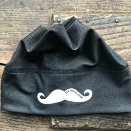 TUQUE MOUSTACHE